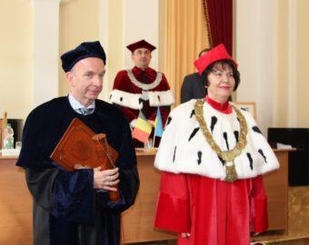Awarding the Honoris causa title