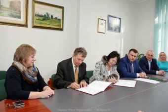 Signing the cooperation agreements between institutions