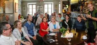 """During the festive meeting in artistic restaurant """"Hades Szeroka"""" on the occasion of the 10th anniversary of the """"Bruno Schulz Festival"""" Association in Lublin. Father Tomasz Dostatni speaks"""