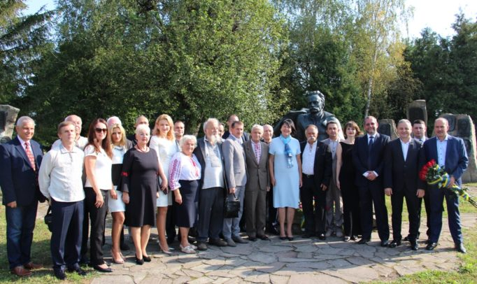 """On the occasion of the 161st anniversary of Ivan Franko, the directorate of the Ivan Franko International Foundation, scientists, scholars, government officials and I. Franko Pedagogical University, foreign guests, as well as laureates of the 2017 Ivan Franko International Prize visited the State Historical and Cultural Reserve """"Nahuyevychi"""""""