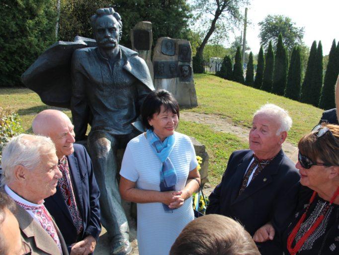 Rector Prof. Nadia Skotna with the descendants of Ivan Franko.