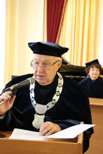 A speech to honor Honorary Doctor Bogdan Filts is made by Professor Stepan Datsyuk