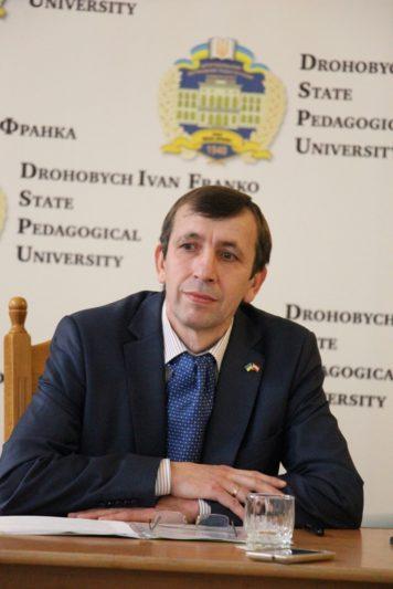 Assoc. Prof. Yaroslav Lopushnsky, the moderator