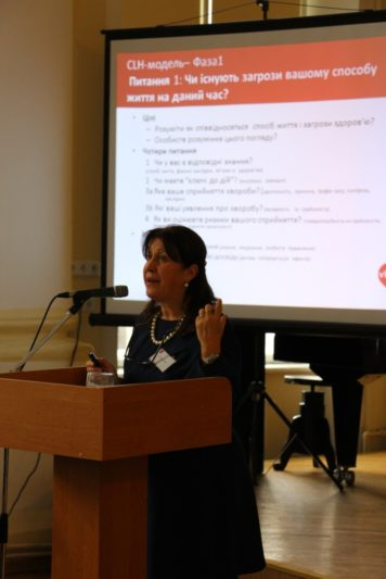 Eveline LeRoy presents her report