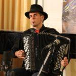 Gorca Hermosa (Spain) playing
