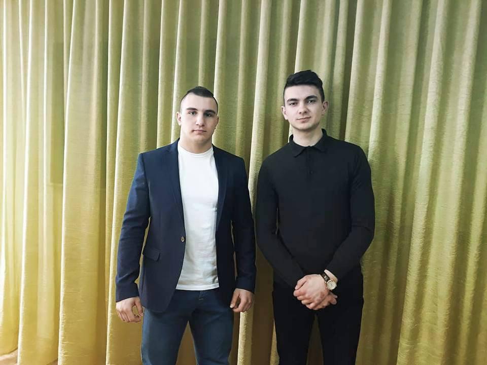 Зліва направо: студенти гр. ФР-23 Д. Новза-Федюк та Д. Дужий
