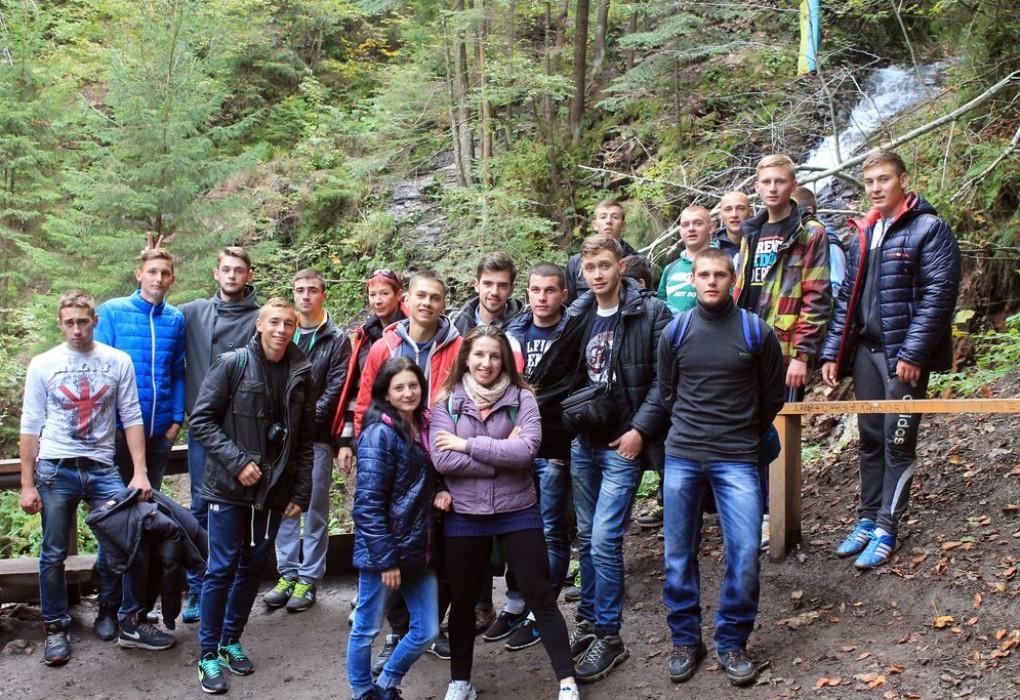 Біля водоспаду «Гук», с. Татарів