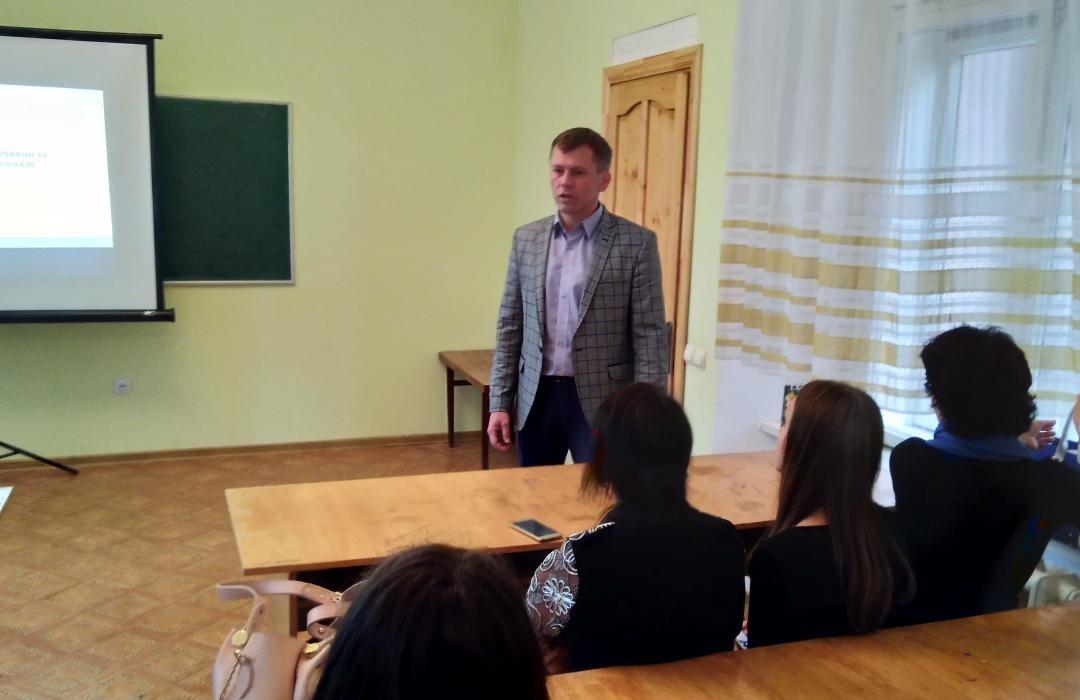 Вітальне слово виголошує доцент Олександр Логвиненко