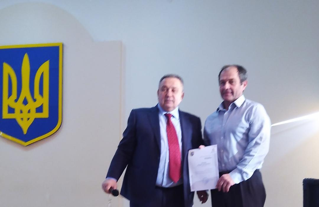 Нагороджуєтся Кушнір Роман Григорович(справа)