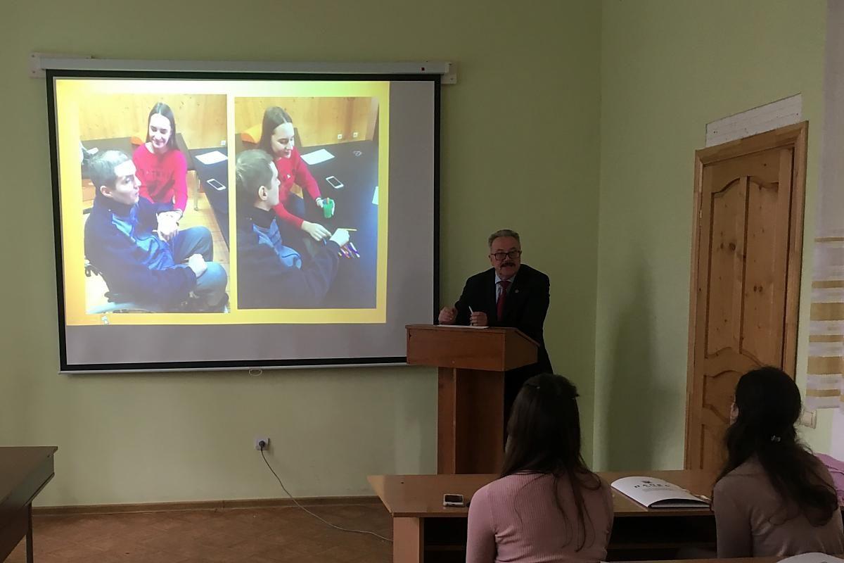 Виступає доц. кафедри фізичної терапії, ерготерапії Олексій Матрошилін
