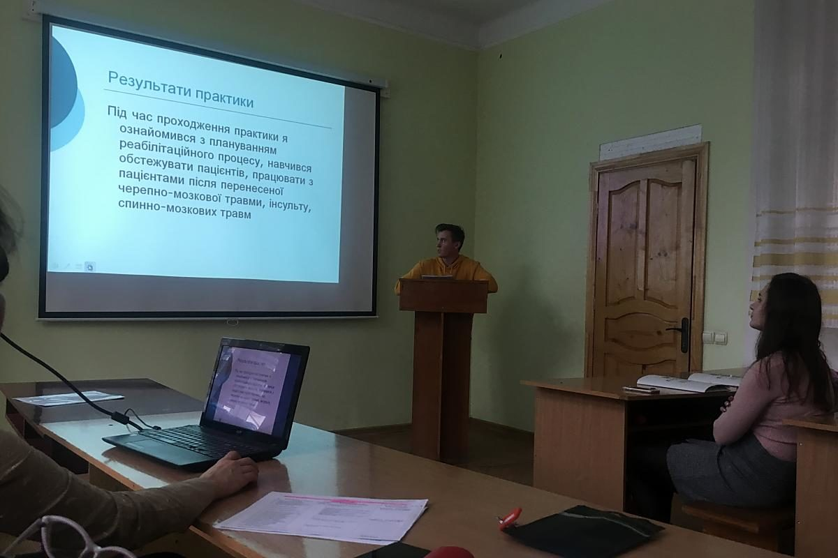 Володимир Марущак в процесі доповіді