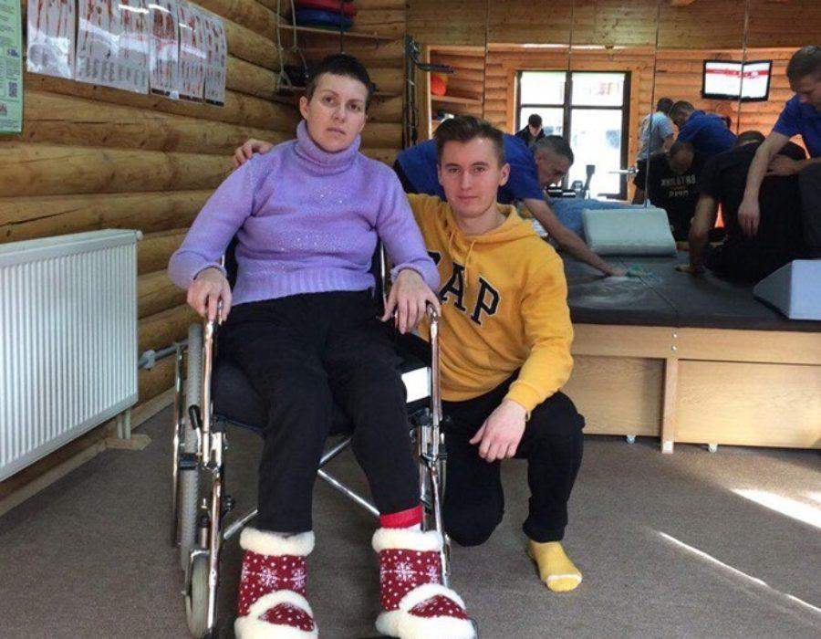 Студент Володимир Марущак з пацієнткою