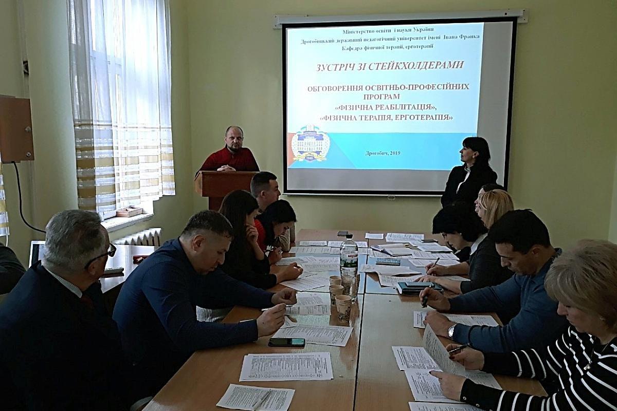 Виступає випускник освітньої програми, реабілітолог Станович М.М.