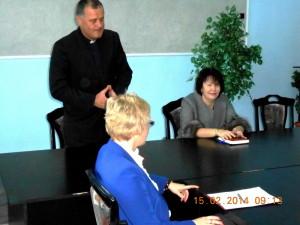На фото: (зліва направо): проф. М. Питек, ксьондз-ректор проф. А. Дембінські, ректор, проф. Н. Скотна