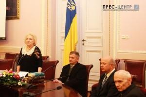Другий зліва доцент кафедри світової літератури та славістики В.Зварич
