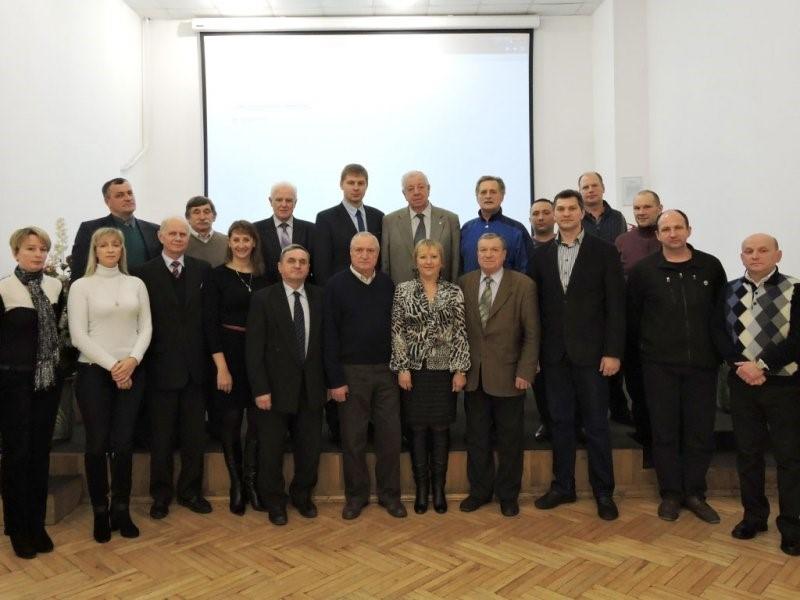 На фото другий  ряд перший зліва  – зав. кафедри фізичного виховання, доц. О.В. Слімаковський