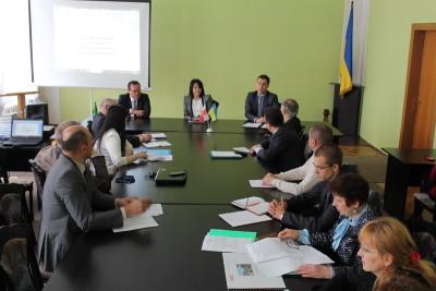 За столом президії зліва направо: проф. І. Коцан, проф. Н. Скотна,  координатор мережі П. Мартін (Люблін)