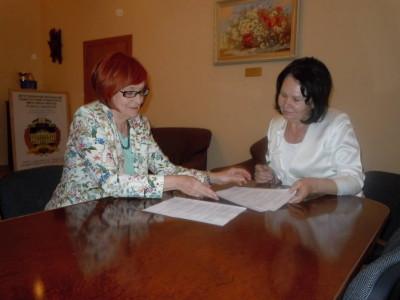 Міністр РП, проф. М. Фушара та ректор проф. Н.Скотна  під час підписання угоди про наукову співпрацю