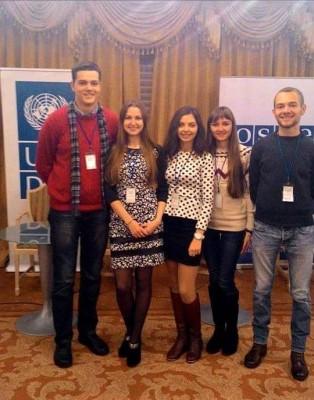 К.Лопушанська та І.Волощак з учасниками конференції
