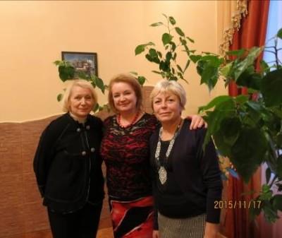 На світлині (зліва направо): доц. Любомира Ластовецька, проф. Ольга Бенч, проф. Ірина Бермес
