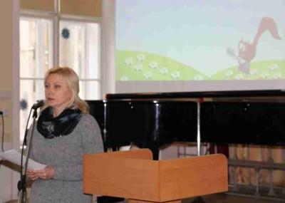 Виступає із презентацією навчального проекту Наталія Антоник, вчитель-методист Дрогобицької загальноосвітньої школи І – ІІІ ступенів № 4