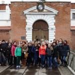 Студенти та викладачі біля входу в замок, м.Дубно