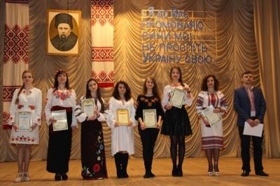 Учасники загальноуніверситетського конкурсу читців поезії Т. Шевченка