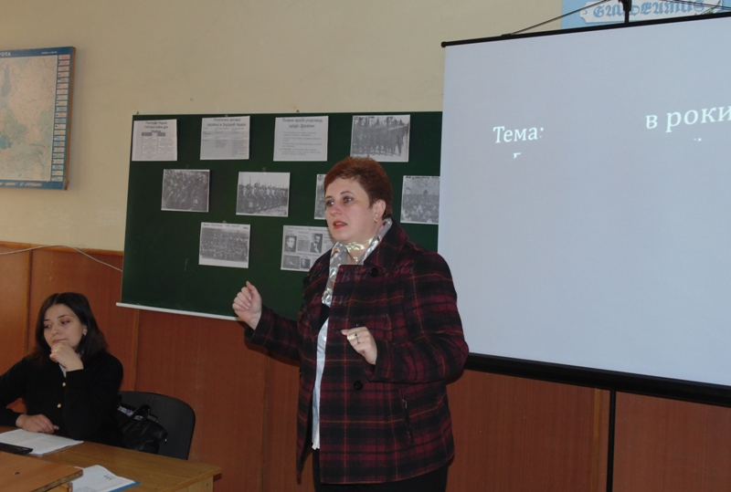 Відкривають семінар студентка Галина Кузик та доцент Світлана Біла