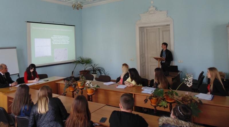 Доповідає Андрій Янишин на секційному засіданні «Біологія»