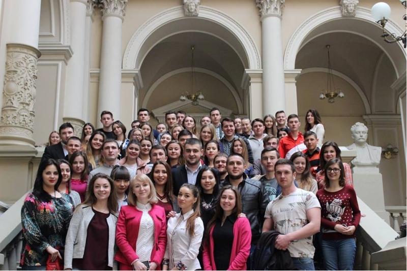 Студенти О.Малетич та О.Мяло  серед учасників студентського тренінгу