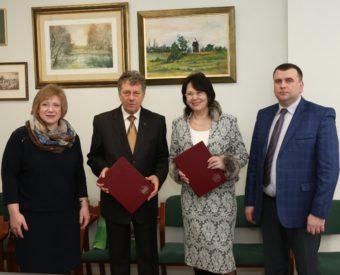 На фото (зліва направо) професори Світлана Щудло, Ришард Пісарські, Надія Скотна та доцент Юрій Вовк