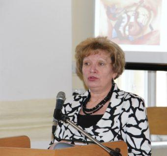 Доповідь виголошує методист міського методичного кабінету відділу освіти виконавчих органів Дрогобицької міської ради Разумна Людмила