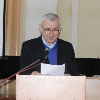 Доповідає професор Володимир Кемінь