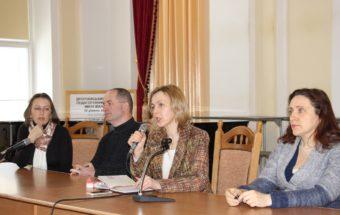 На фото (зліва направо): подружня пара Школи сімейного консультанта, Олександра Козанкевич та Лілія Кондратик