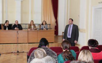 Проректор з науково-педагогічної роботи доцент Юрій Вовк вітає учасників та гостей семінару