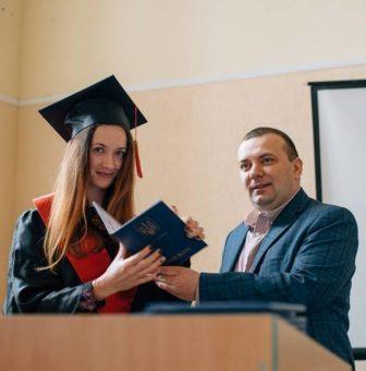 Вручення диплома магістра