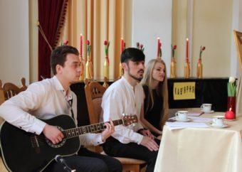 Зліва направо: Василь Шуневич, Іван Бубітко та Юлія Рудник
