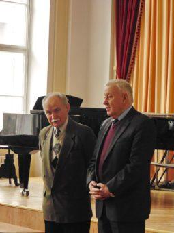 Директор інституту музичного мистецтва Степан Дацюк вітає усіх присутніх та представляє гостя зі Львова