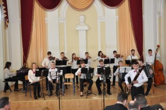 Народний оркестр народних інструментів (керівник Роман Стахнів)