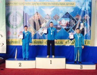 Переможець 13 Універсіади України з ушу Фегецин Андрій (в центрі)
