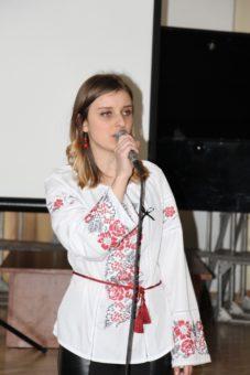 Співає студентка Ірина Грицьків