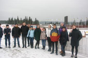 Студенти на біатлонному стадіоні