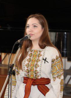 Вірш «Весна, заплакана дощами» у виконанні студентки Христини Лапчук