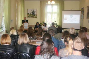 Професор І.Флюнт вітає учасників Круглого столу