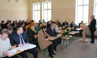 Професор Леонід Тимошенко вітає учасників XXVIII Наукової сесії НТШ