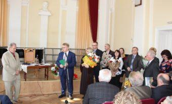 Професора Михайла Шалату вітає колектив філологічного факультету