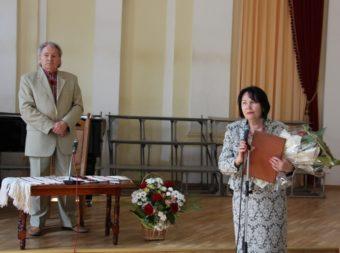 Професора Михайла Шалату вітає ректор професор Надія Скотна
