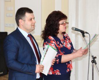 Ведучі святкової ювілейної академії старший викладач Ігор Розлуцький та доцент Марія Стецик