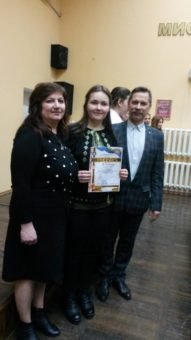 Призер конкурсу Соломія Баранська разом із науковим керівником доцентом Марією Стецик