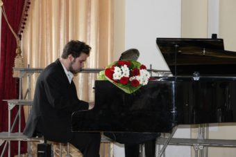 Музичний дарунок презентує студент 1 курсу - Євген Сов'як